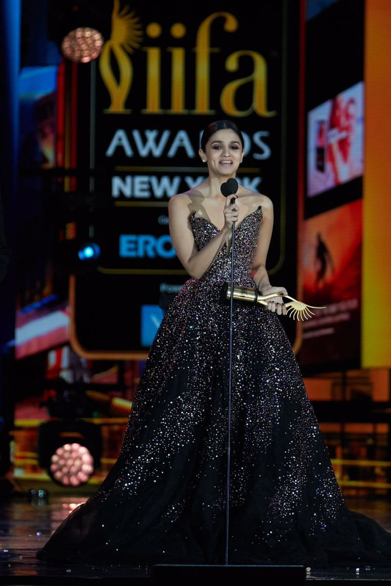 THE IIFA AWARDS BROUGHT THE BEST OF BOLLYWOOD WITH A STAR STUDDED AWARDS SHOW!